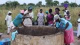 HS Senegalissa: Naiset hakevat vettä