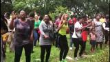 Zimbabwelaiset juhlivat Mugaben erottamista tanssien kaduilla